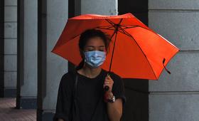 Las mujeres enfrentan un mayor riesgo de violencia, pérdida de medios de subsistencia y otras amenazas en el marco de la pandemia. © Unsplash/Tam Wai